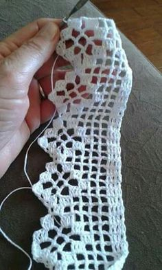 ~ Crochet Edging Scarf Ganchillo Ideas ~ This Pin was discovered by Zubaida Sultana. Discover (and save) your own Pins. Crochet Boarders, Crochet Edging Patterns, Crochet Lace Edging, Crochet Leaves, Cotton Crochet, Filet Crochet, Crochet Trim, Crochet Doilies, Easy Crochet