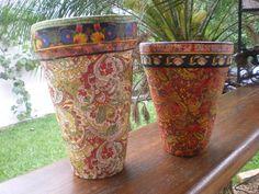 Vaso em ceramica, decorado com papeis em lindas estampas.