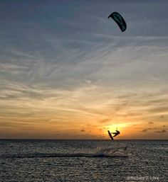 This is on my list of things i want to eventually do... learn how to kite surf!