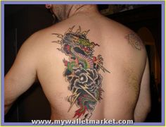 Dragoon tattoos have become quite popular among people. We have collected and brought to you some of the finest dragon tattoo designs. Dragon Tattoo Back, Small Dragon Tattoos, Dragon Tattoo For Women, Japanese Dragon Tattoos, Back Tattoo Women, Dragon Tattoo Designs, Tattoo Designs Men, Side Tattoos, Great Tattoos