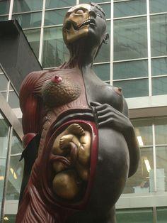 Statue de Damien Hirst