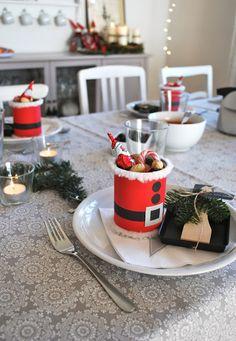 """DIY: Nikolausdose - gesammelte und ausgewaschene Dosen habe ich mit rotem Papier beklebt, einen Pelzrand und einen Gürtel gebastelt und runde """"Knöpfe"""" ausgestanzt und aufgeklebt. mamas kram: Samichlaustag"""