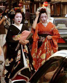 Mihoko (now geiko) with sakkou and first year Kotoha (became geiko; now retired) of Gion Kobu