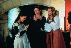 Ever After - Danielle de Barbarac (Drew Barrymore) Rodmilla and Marguerite Epic Movie, Love Movie, Film Movie, Beautiful Film, Most Beautiful, Movies Showing, Movies And Tv Shows, Story Drawing, Anjelica Huston
