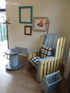 Grandma's Armchair Revisited With Pallets • 1001 Pallets