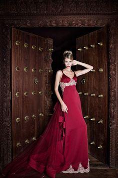 Fuente: Jordi Dalmau Red Wedding, Wedding Pics, Wedding Blog, Strapless Dress Formal, Prom Dresses, Formal Dresses, Wedding Dresses, Couture, Classy Dress