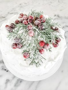 Christmas Coconut Cake with Sugared Berries How To Cook Sausage, How To Cook Pasta, Bacon Carbonara, Exterior Gray Paint, Christmas Appetizers, Christmas Recipes, Grey Paint Colors, Box Cake Mix, Yellow Cake Mixes