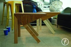 Mesa Froggie:  La combinación de maderas y formas simples inspiraron la creación de esta pieza en forma de anfibio que tiene como función servir como mesa auxiliar.     Dimensiones: 47 x 50 x 40 cm    #gánico #ganicofurniture #sidetables #industrialdesign #studio #colectivo #design #diseñomexicano