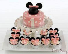 Resultado de imágenes de Google para http://www.cupcakes4u.net/wp-content/uploads/2011/12/minnie-mouse-cupcake-decorations.jpg