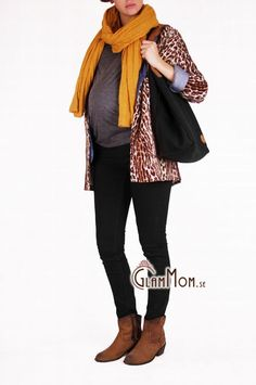 Our black pregnancy jeans, as comfy as they are trendy!