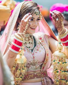 Best of 2019 bridal makeup look trends are here! Indian Bridal Outfits, Indian Bridal Makeup, Indian Bridal Fashion, Indian Bridal Wear, Wedding Outfits, Wedding Dresses, Wedding Attire, Bridal Hair, Wedding Chura