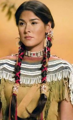 Sacagawea - (Night at the Museum) Image Inspiration. - Ideas for Sacagawea. Native American Girls, Native American Beauty, American Indian Art, Native American History, American Indians, American Indian Costume, Native American Hairstyles, Native American Costumes, Native American Clothing