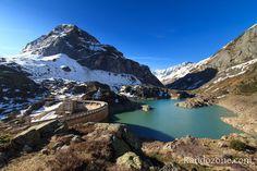 Barrage et lac des Gloriettes. Randonnée dans les Pyrénées.