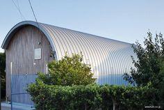 Casa japonesa moderna con techo de bóveda   Arquitectura de Casas