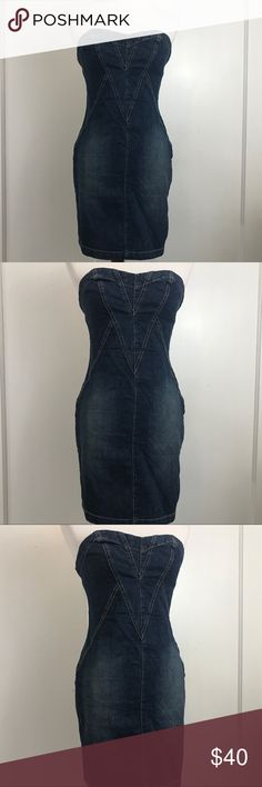 SEXY VINTAGE  PARIS BLUES DENIM STRAPLESS DRESS SEXY VINTAGE PARIS BLUES DENIM STRAPLESS DRESS WITH FUN  ZIPPER IN THE BACK THAT MAKES A SUPER FUN STATEMENT SIZE SMALL IN GREAT PRE OWNED CONDITION Paris Blues Dresses Strapless
