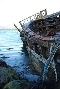 Isle of Mull, Inner Hebrides, Scotland Abandoned Ships, Abandoned Buildings, Abandoned Places, Ship Wreck, Old Boats, Scotland Castles, Scotland Travel, Belle Photo, Decay