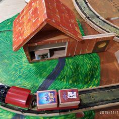 Trenulețe care călătoresc, căsuțe pe care le-am pictat manual, străzi pe care le-am construit în timp record. Joacă cu #Transformo, personaje care ies din poveste & cărți pentru copii la standul de la Editura Arthur! 🚂🏡🧒👧👦📚 #Gaudeamus2019 Lego, Bird, Outdoor Decor, Home Decor, Character, Decoration Home, Room Decor, Birds, Home Interior Design