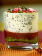 Tiramisu tomate poivron parmesan : envie d'essayer ! Finger Food Appetizers, Finger Foods, Knafe Recipe, Drink Table, Tasty, Yummy Food, Food Design, Panna Cotta, Entrees