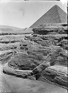 The Great Sphinx. 1922. View after completion of E. Baraize's excavations and restoration. View from south showing restored tail of Sphinx with Pyramid of Khafre in background