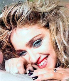 Madonna Looks, Lady Madonna, 80s Eye Makeup, Divas, 1980s Madonna, Madonna Fashion, Madonna Pictures, 80s Trends, Comic Face