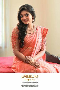 New hair wedding elegant neckline ideas Kerala Saree Blouse Designs, Saree Blouse Patterns, Engagement Saree, Engagement Dresses, Fancy Sarees, Party Wear Sarees, Indian Dresses, Indian Outfits, Designer Sarees Wedding
