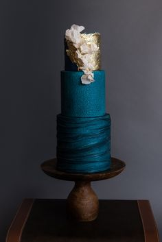 dark wedding cake trend