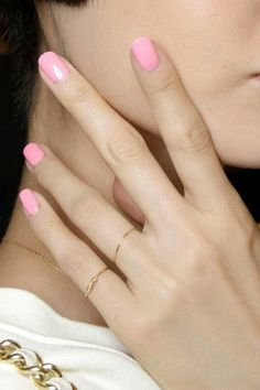 dainty rings & pink nails #beauty #maincure #nails #nailart