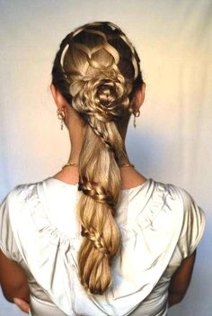 Honey comb, braided flower and spiral pony tail braid combo. 50s Hairstyles, Braided Hairstyles, Different Hairstyles, Updos, Dreadlocks, Braids, Twisted Hairstyles, Different Braid Hairstyles, Hair Dos