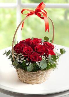Valentine Flower Arrangements, Basket Flower Arrangements, Modern Flower Arrangements, Beautiful Rose Flowers, Romantic Flowers, Rainbow Party Decorations, Flower Decorations, Happy Birthday Flower, Flower Boxes