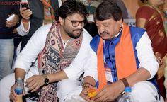 SP-Congress Pact in UP 'Alliance of Looters': Vijayvargiya