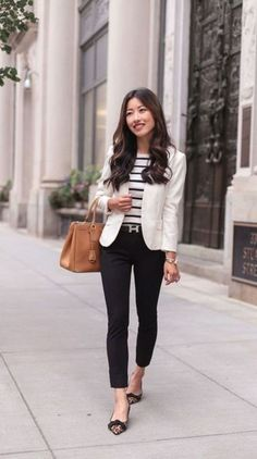 35 Great Summer Business Outfit Ideas For A Career Women is part of Blazer outfits - ttempting to decipher business casual for women can be a bit difficult in the modern work environment and can change depending on the place you work Smart Casual Outfit, Stylish Work Outfits, Spring Work Outfits, Work Casual, Classy Outfits, Chic Outfits, Smart Casual Women Office, Casual Office, Smart Casual Women Winter