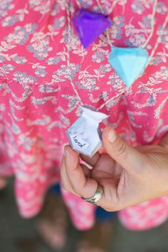 Diamond pinata diy necklace : How to make paper diamonds that hide handwritten love notes.