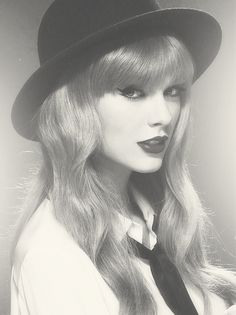 Taylor Swift i remember seeing her on a magazine cover for the first time and thinking she was oh so beautiful