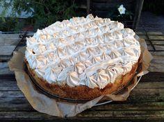 Für alle die es süß lieben. Säuerliche Äpfel sind ein Muss für diesen Kuchen. Die Säure der Äpfel, Zitronensaft, Marzipan und Baiser passen sehr gut zusammen