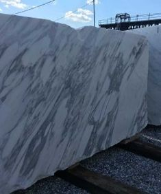 Arabescato - CK Stones - Marble supplier in Thailand Arabescato Marble, Marble Suppliers, Dark Granite, Water Spots, Marble Floor, Good Grips, White Marble, Cladding, Natural Stones