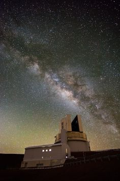 """A moonless night sky on top of the Big Island's Mauna Kea volcano with the Subaru Telescope in the foreground."" Photo by Thorsten Scheuermann. Aloha Hawaii, Hawaii Life, Hawaii Vacation, Hawaii Travel, Dream Vacations, Hawaii Usa, The Places Youll Go, Places To See, Subaru Telescope"