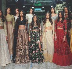 Buy Best Exclusive Colletion Of Bridal Lehengas, Women's Wedding cloth Indian Wedding Outfits, Pakistani Outfits, Indian Outfits, Indian Reception Outfit, Indian Attire, Indian Ethnic Wear, Ellie Saab, Mundo Fashion, Look Short