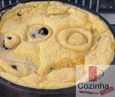 Torta Capixaba  Ingredientes  400 g de Bacalhau desfiado e sem sal 400 g de camarão médio limpo 400g de siri desfiado 300g de palmito em rodelas 2 dentes alho picados 6 tomates em cubos 3 cebolas em cubos 1 xícara (chá) salsa 1/2 xicara (chá) azeite 2 colheres (sopa) colorau 2 colheres (sopa) sal (opcional ) Pimenta reino a gosto 1/2 cebola em rodelas (decorar) 10 azeitonas pretas sem caroço 1 colher (sopa) coentro picado - opcional 8 a 10 Ovos em temperatura ambiente - ideal