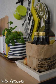 Raikkaita värejä piristämään keittiötä. / Bright colors spice up the kitchen.