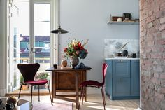 〚 Beautiful Scandinavian home in shades of blue 〛 ◾ Photos ◾Ideas◾ Design Large Furniture, Furniture Styles, Modern Furniture, Furniture Design, Scandinavian Interior Design, Scandinavian Home, Design Interior, Kitchen Dinning Room, Dining