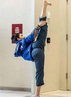 Best Martial Arts, Martial Arts Workout, Martial Arts Training, Martial Arts Women, Mixed Martial Arts, Taekwondo, Female Martial Artists, Fighting Poses, Ju Jitsu
