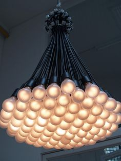 85 lamps chandelier by Rody Graumans : love this but whose gonna swap out all those light bulbs?
