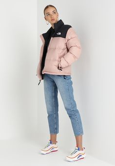 The North Face 1996 RETRO NUPTSE - Down jacket - misty rose for Free delivery for orders over Fall Winter Outfits, Winter Wear, Winter Fashion, Mode Streetwear, Streetwear Fashion, North Face Women, The North Face, Kawaii Clothes, Cute Casual Outfits