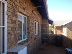 2 bedroom townhouse in Die Hoewes, Die Hoewes, Property in Die Hoewes - Townhouse, Windows, Bedroom, Search, Outdoor Decor, Home Decor, Decoration Home, Terraced House, Room Decor