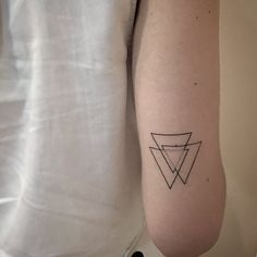 60 linear triangle tattoo art design ideas