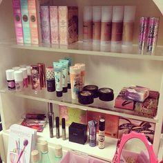 Organized makeup shelf! Cute!