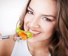 Ο Κλινικός Διαιτολόγος – Διατροφολόγος Νίκος Καφετζόπουλος ετοίμασε ένα πρόγραμμα διατροφής διάρκειας 4 εβδομάδων για απώλεια κιλών. Αν την προηγούμενη εβδομάδα ακολούθησες το πρόγραμμα αποτοξίνωσης 7 ημερών, ξεκίνα σήμερα αυτή τη διατροφή των 4 εβδομάδων για απώλεια κιλών. Το μενού της 1ης εβδομάδας: ΗΜΕΡΑ 1 ΠΡΩΙΝΟ Τοστ με τυρί χαμ. λιπαρών & ντομάτα ΔΕΚΑΤΙΑΝΟ (ΣΝΑΚ)
