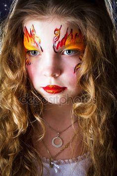 Bella ragazza con la pittura del viso su sfondo nero — Immagini Stock #31751925