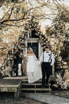 Boho fall glamping micro wedding at an A-frame cabin. #cabin #microwedding