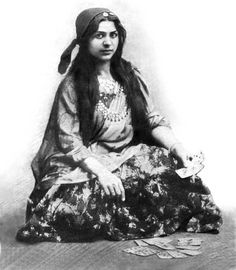 """Some """"gypsy"""" history. A young Roma performer- c: Svenko Prale! What do you see when you hear the word gypsy? Colorful caravans of exotic individuals? Gypsy Life, Gypsy Soul, Gypsy Culture, Gypsy Fortune Teller, Gypsy Women, Gypsy Girls, Goth Girls, Vintage Gypsy, Vintage Witch"""